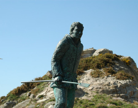 Monument to the percebeiro