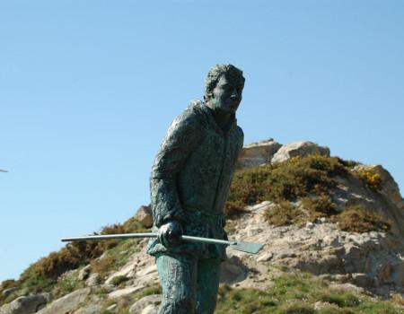 Monument to the percebeiro